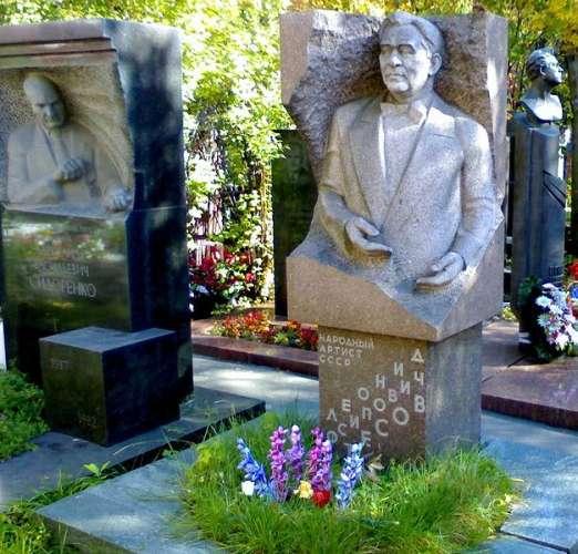 Новодевичье кладбище фото могил знаменитостей время