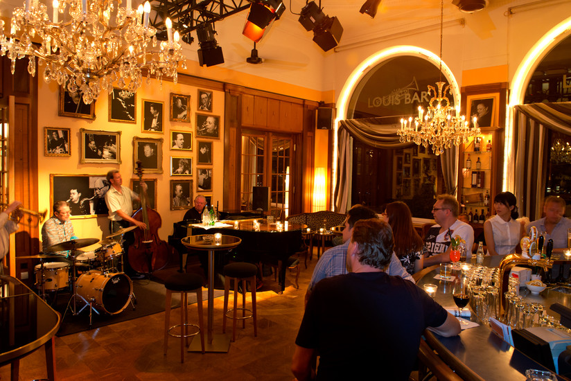 Louis bar art d co hotel montana nightlife lucerne for Deco lounge bar restaurant