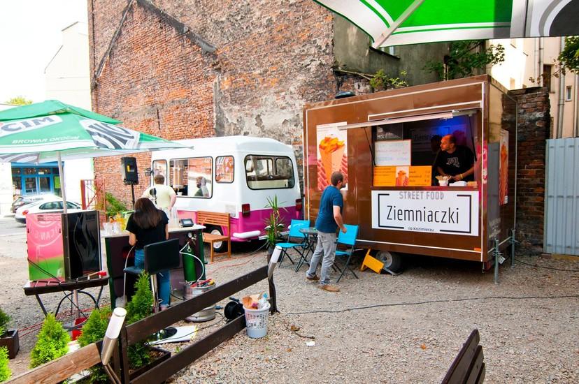 Dajw R 21 Food Truck Park Restaurants Krakow