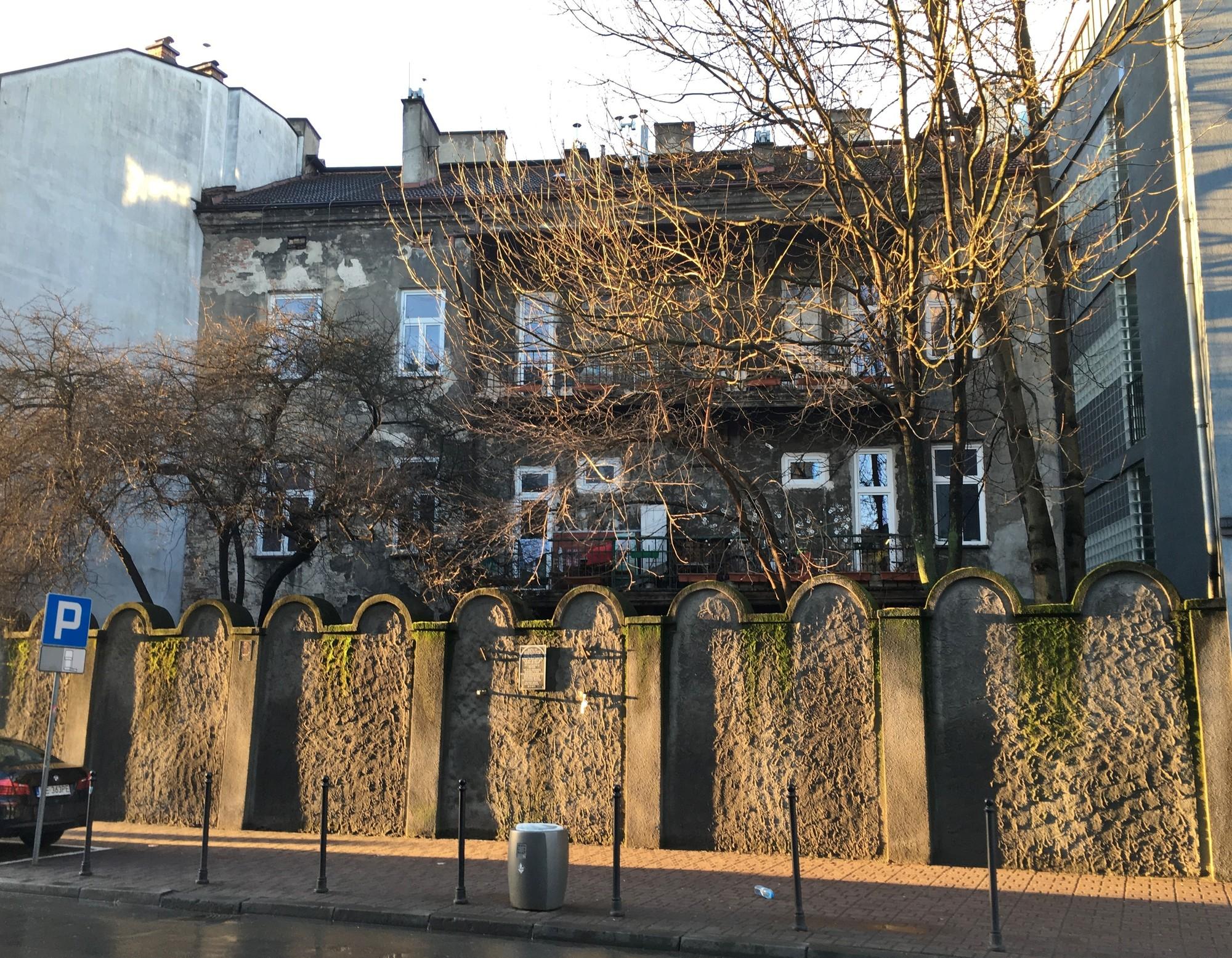 ghetto wall fragment kraków sightseeing krakow