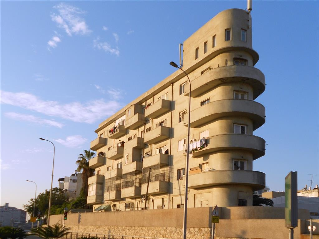 bauhaus and international style buildings in tel aviv riga