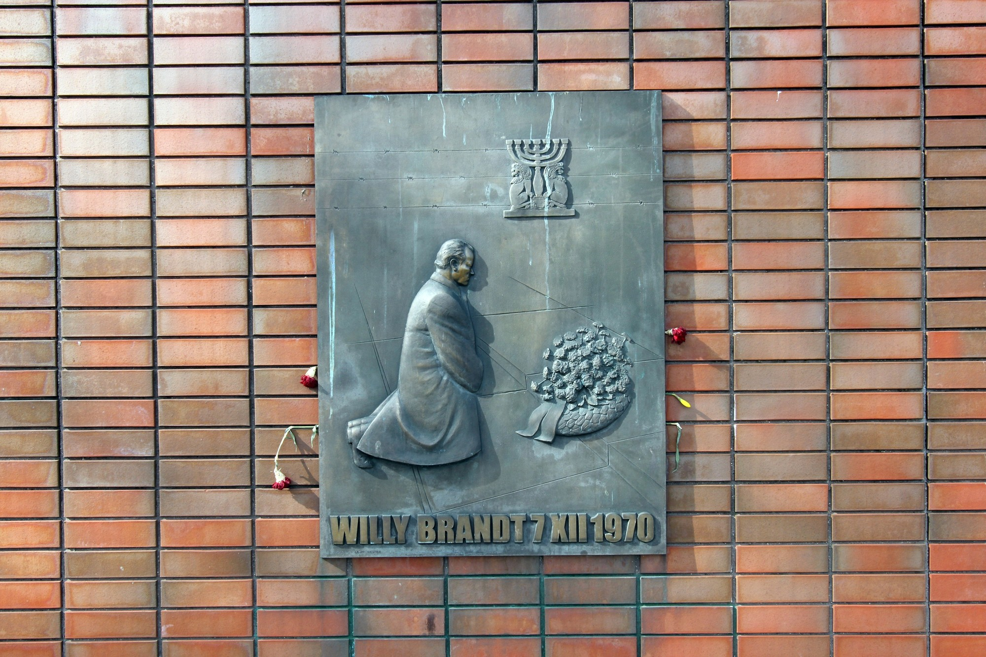 Willy Brand Statue