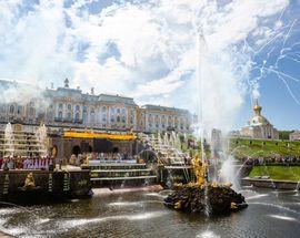 Весенний праздник фонтанов в Петергофе