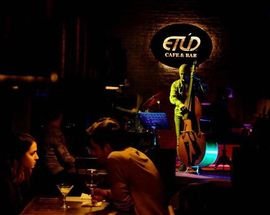 Etud Cafe & Bar