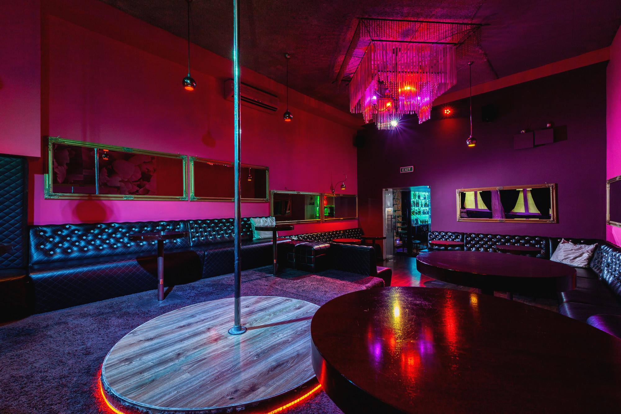 Strip clubs in milan