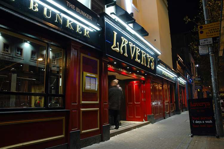 Laverys bars pubs clubs belfast northern ireland for Food bar belfast