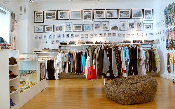Paar Sneakerboutique Shopping Vienna