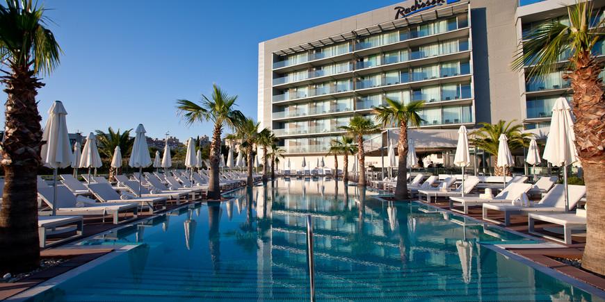 Outdoor pool - Radisson Blu Resort Archives