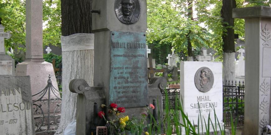 The graves of writers Mihai Eminescu & Mihail Sadoveanu