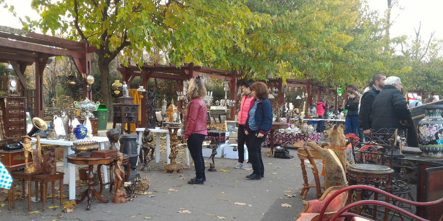 antique flea market shopping bucharest