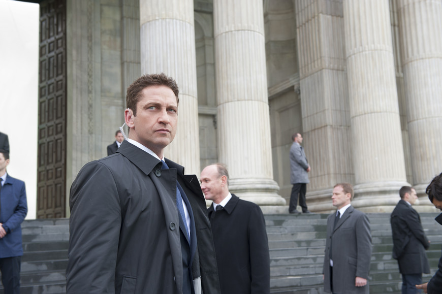 Gerard Butler in front of St.Pauls Cathedral, Bulgaria