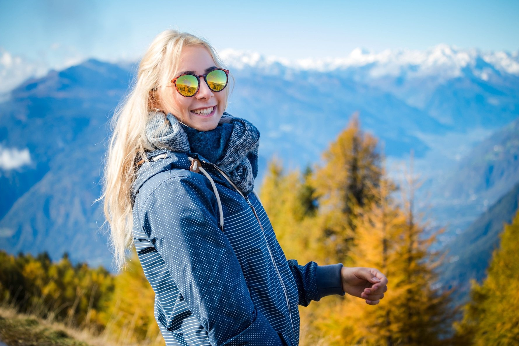 The Best Sunglasses for Your Mountain Trekking Expedition © Elena We, Pixabay woman-6010053_1920