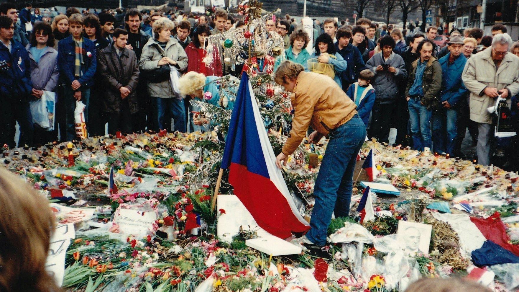 Velvet Revolution, Prague Czech Republic 1989 © Wiki Commons / MD