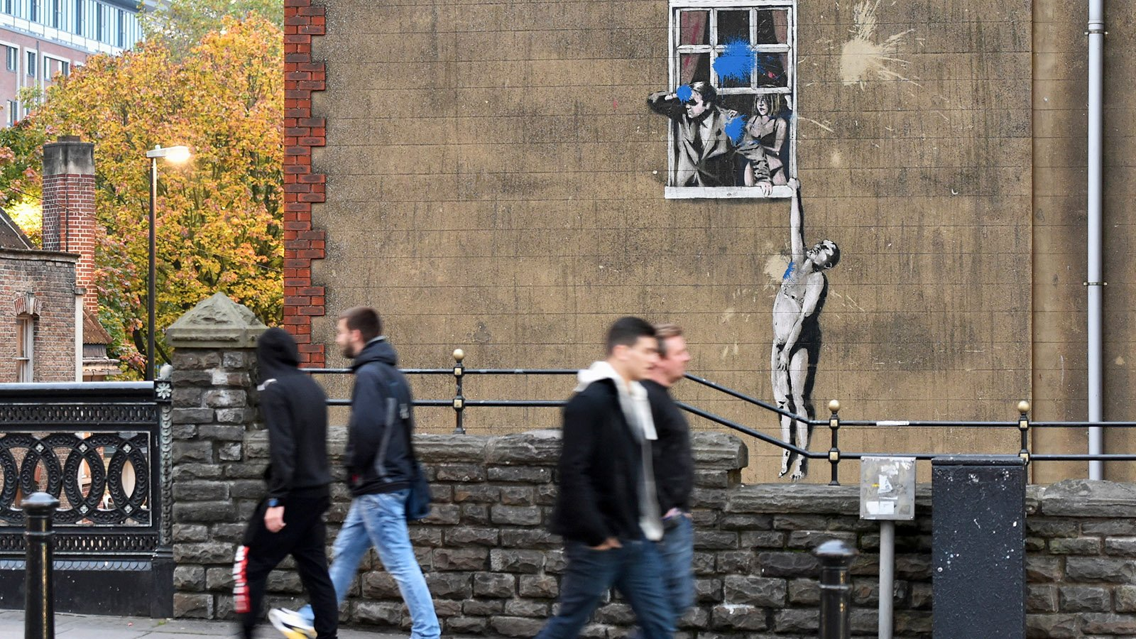 Guide to Finding Banksy in Bristol - Well Hung Lover