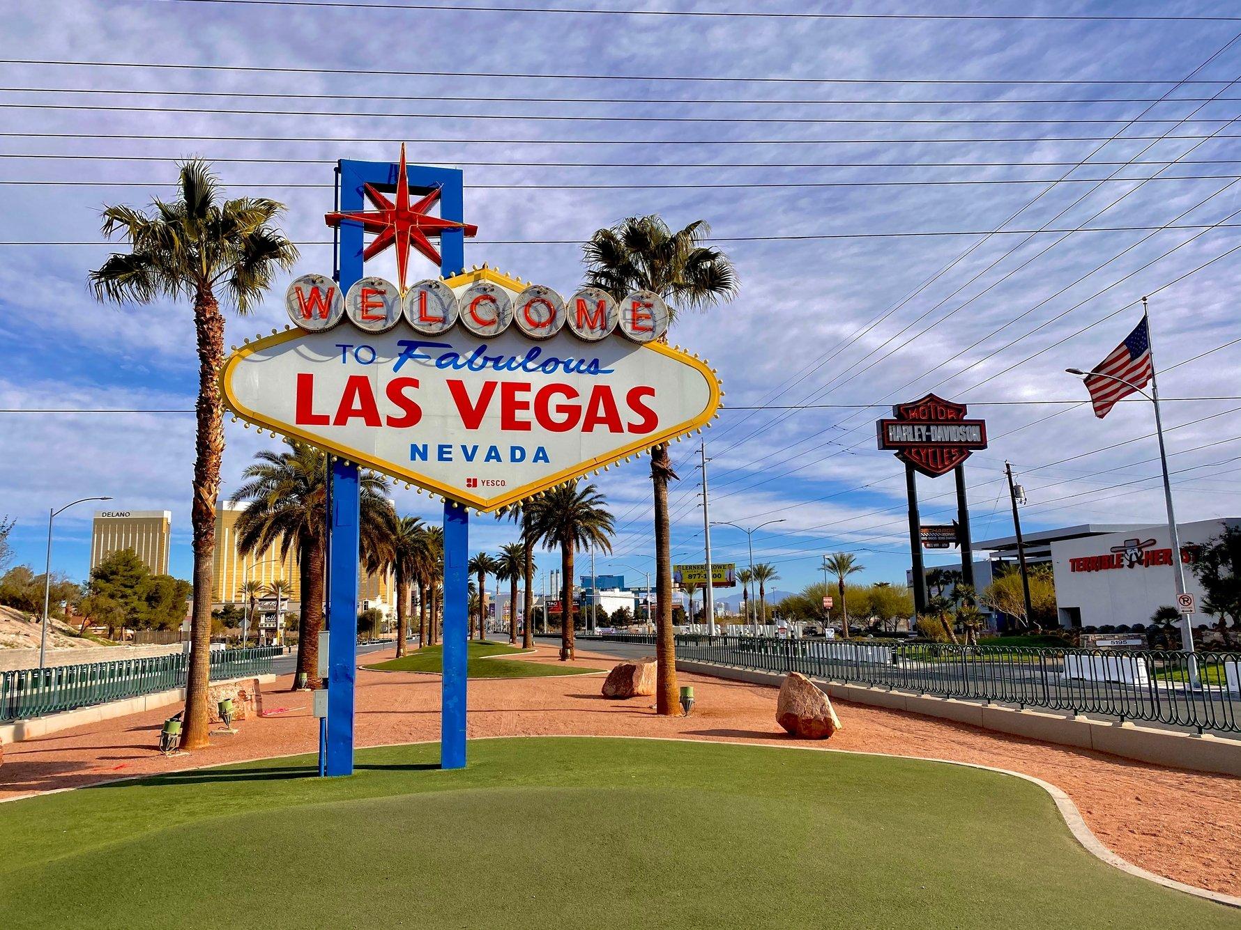 Luxurious Las Vegas and a Tale of Shimmering Casinos © David Lusvardi / Unsplash