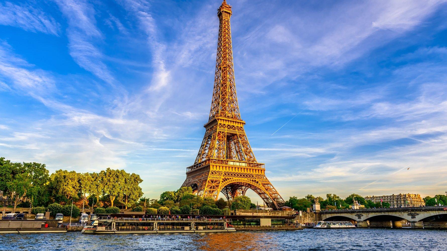© Catarina Belova Shutterstock.com Paris Eiffel Tower and river Seine at sunset in Paris, France
