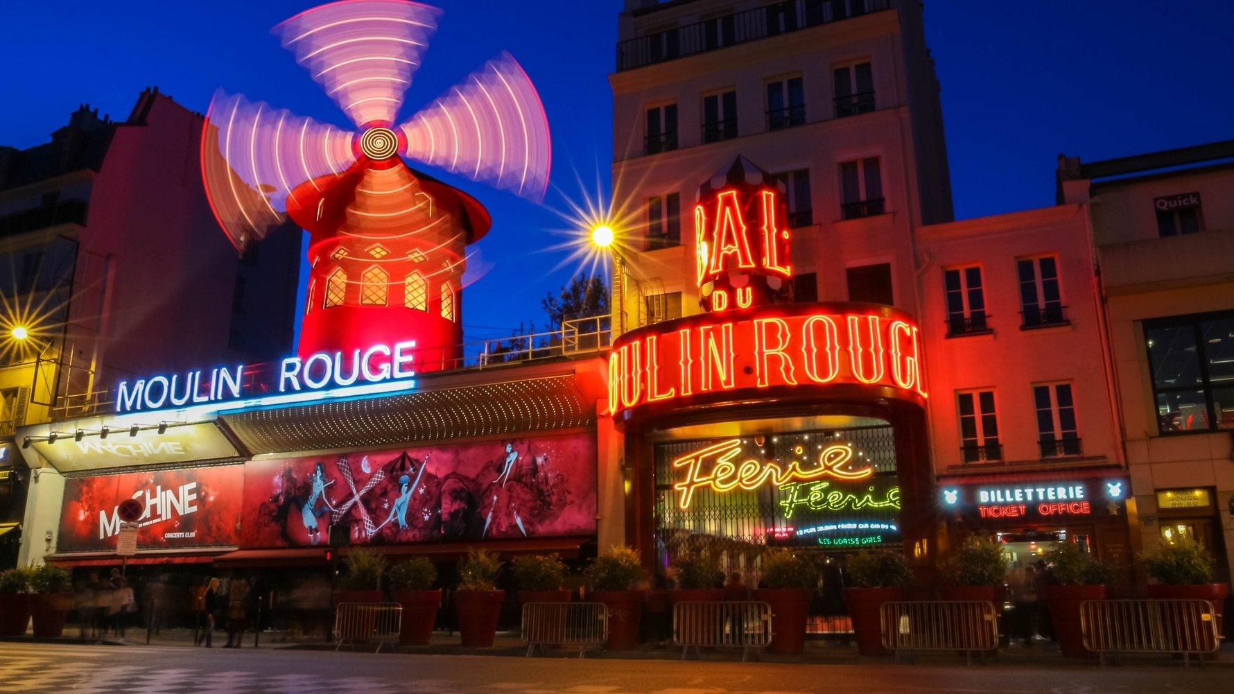 © Petr Kovalenkov Shutterstock.com Moulin Rouge