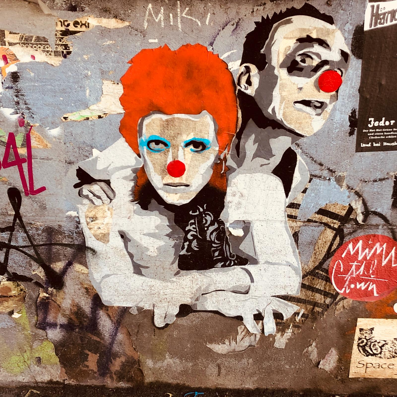 Mimi the clown and Ziggy Stardust – in Friedrichshain at the Kino Intimes. Unfortunately the 90 year old cinema just closed recently, with some hope left as members and owners try to find ways for a reopening of this great traditional place - art by #mimitheclown captured by @simoberlin
