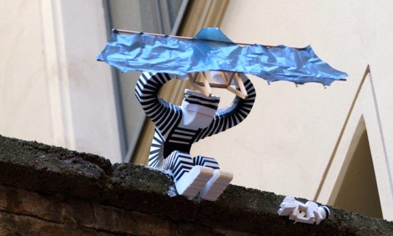 The Haus Schwarzenberg Street Art Alley in Berlin Mitte's #hackeschehöfe. The prison escape - captured by @simoberlin #styro #styroart #streetartberlin #berlinstreetart #berlinstagram #berlinart #strassenkunst #wallart #publicart #artderue #arteurbano #contemporaryart #streetarteverywhere#welovestreetart #streetartgermany #styroartberlin #jj_urbanart #urbanwalls #streetartphoto  #streetartlovers#globalstreetart #topstreetart #berlin #berlininyourpocket #simonewilczek