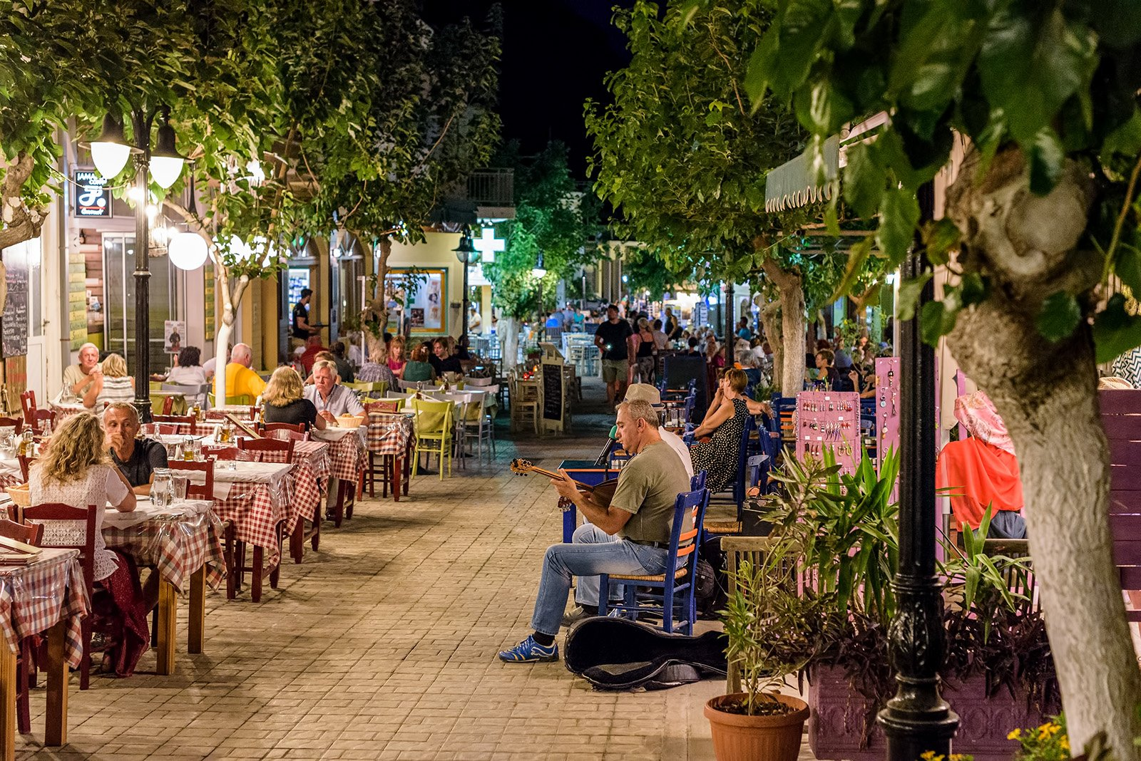 Top Attractions on Crete, Greece - Old Town Streets © Vladimir1984, Shutterstock