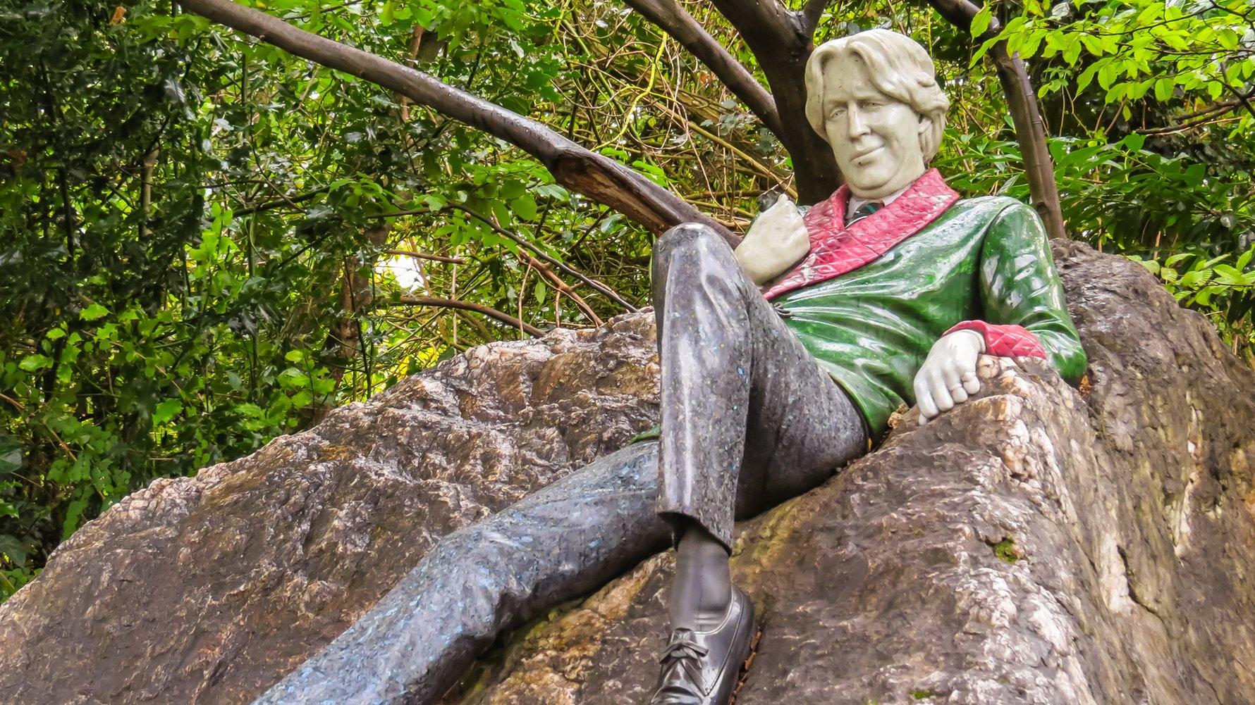© Arndale Shutterstock.com Oscar Wilde in Dublin, Irelan