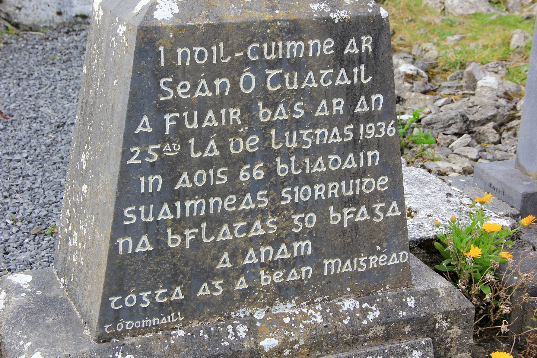 Learn Gaelic Irish - Gaelic Irish on Stone Monument in Ireland © Public Domain