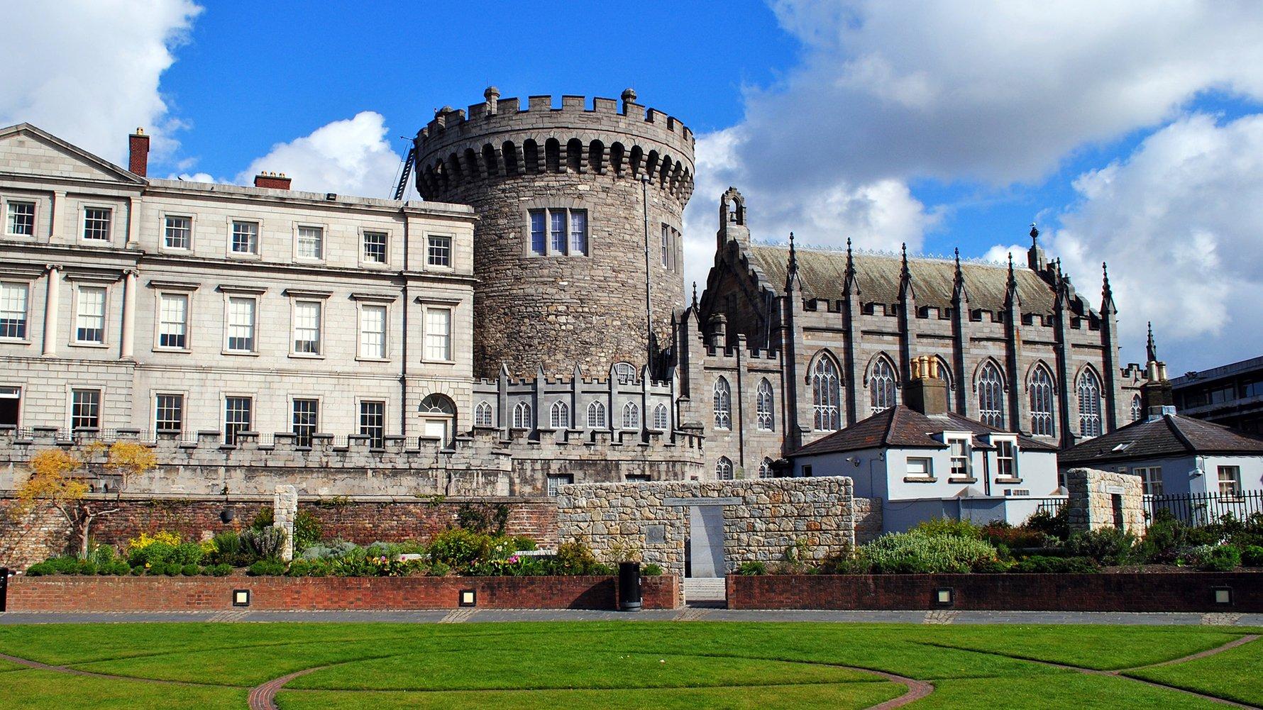 © Matej Hudovernik Shutterstock.com  Dublin Castle in Dublin, Ireland