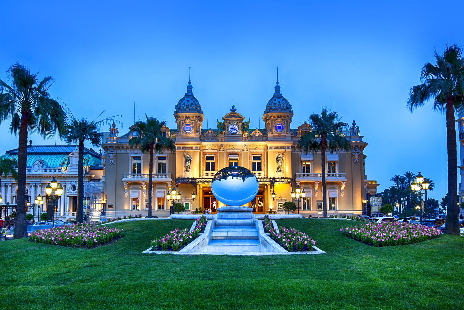 Casino de Monte-Carlo in Monaco from James Bond © Robyn Mackenzie - Shutterstock.com