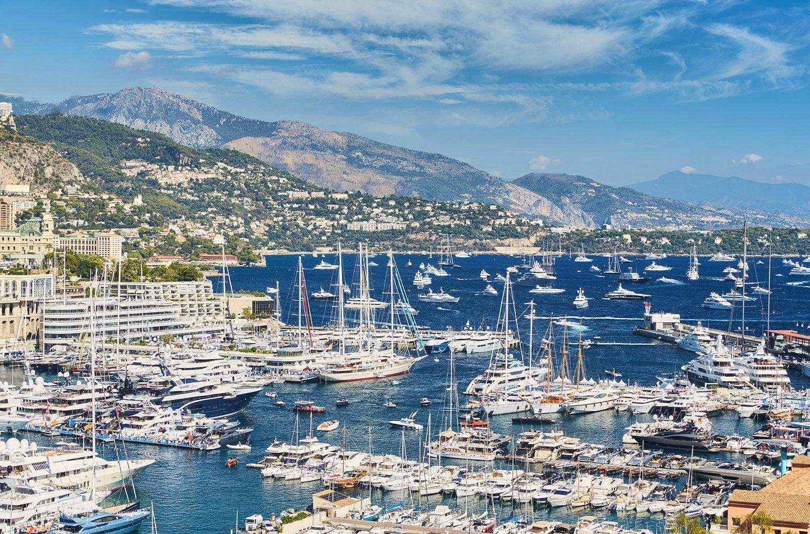 Luxury Yachts in Monaco © Drozdin Vladimir - Shutterstock.com