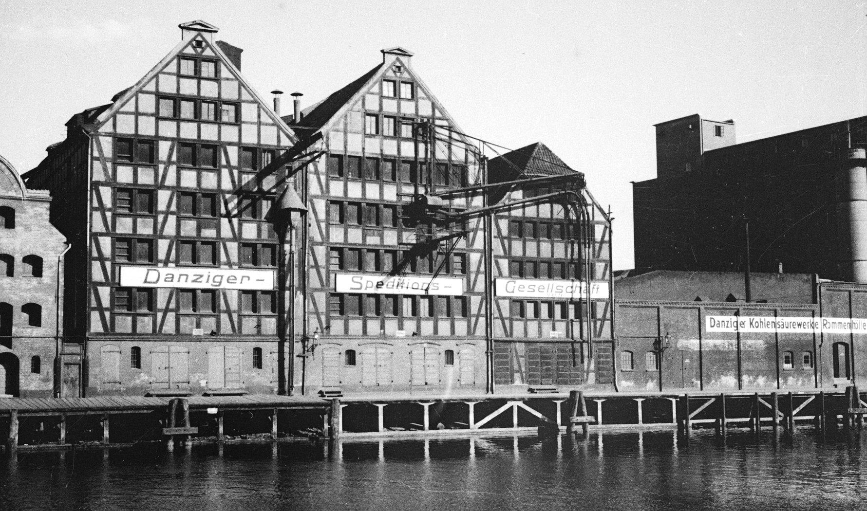 Granary Island Waterfront - Anne-Marie Schwarzenbach, 1937