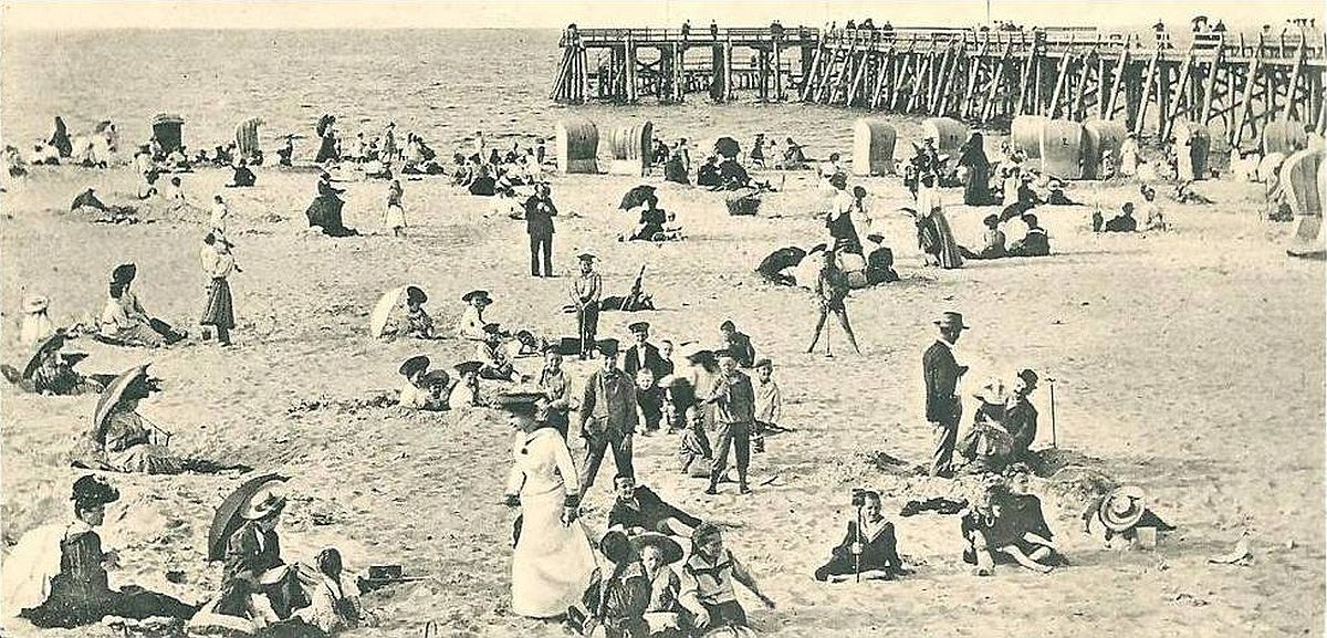 Beachgoers at Westerplatte in the early 1900s