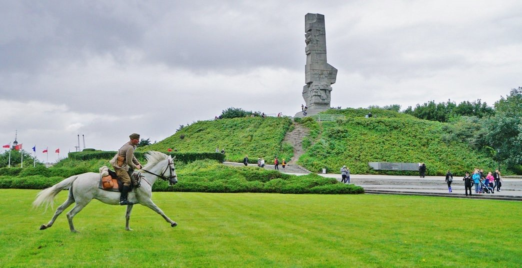 Statue to the  Defenders of Westerplatte by Dariusz Kula. Courtesy fo Gdańsk History Museum