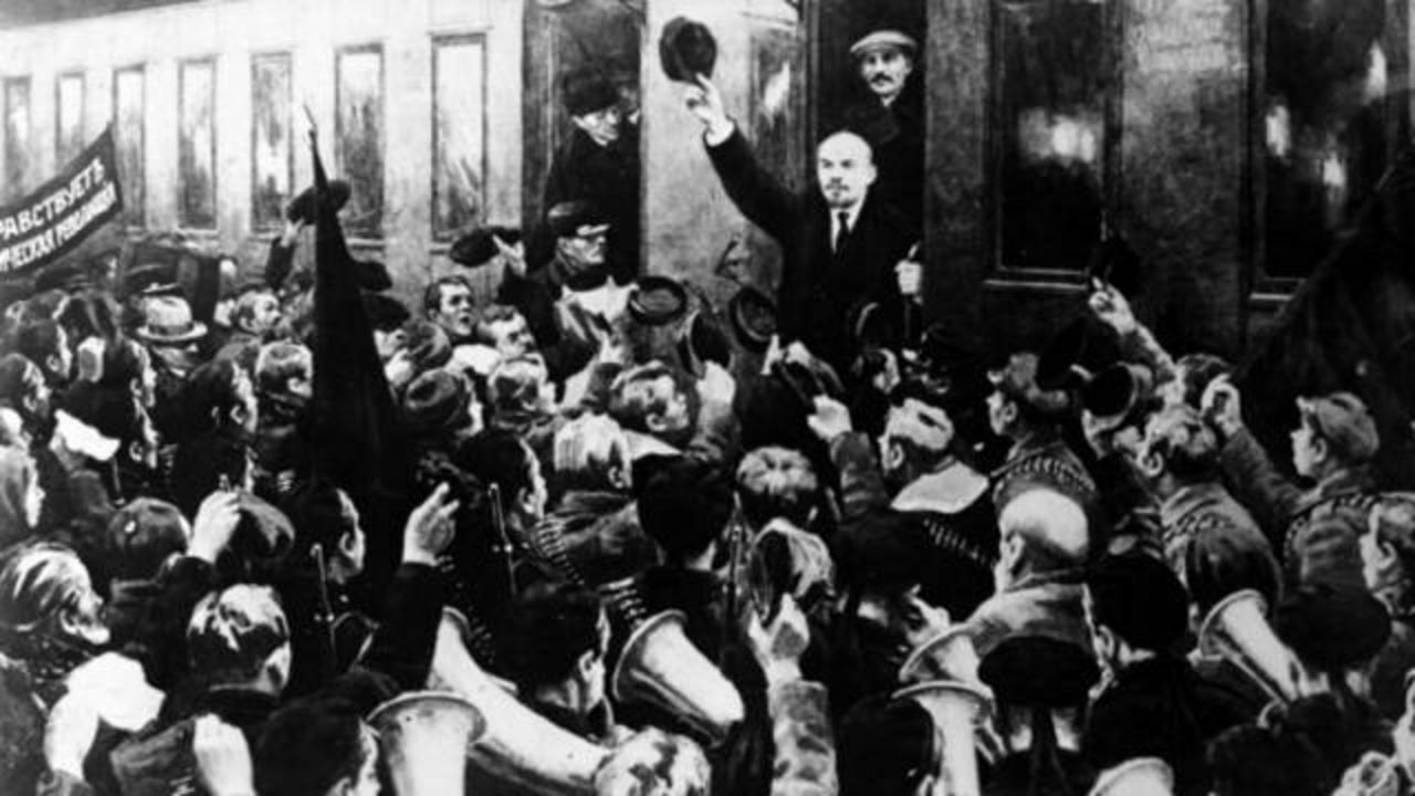 Russian Revolution Attractions in Moscow- lenin returns to russia