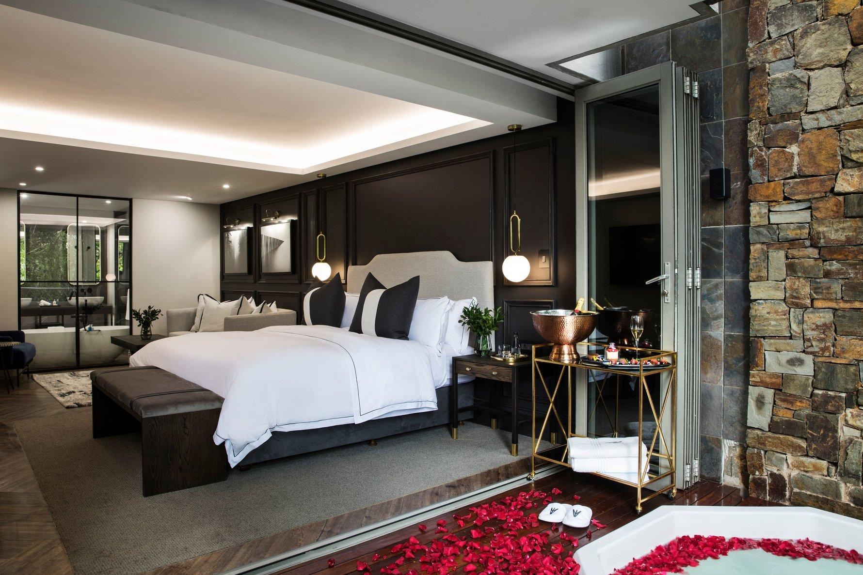 Jacuzzi at Seven Villa Hotel & Spa