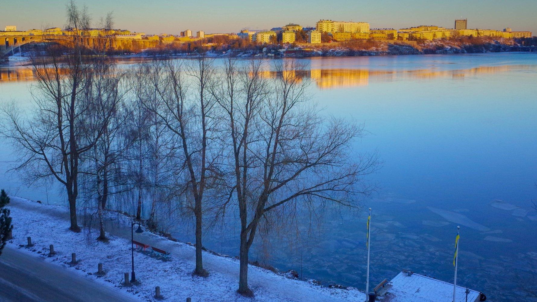© chas B Flickr.com Lake Mälaren Alviks Strand