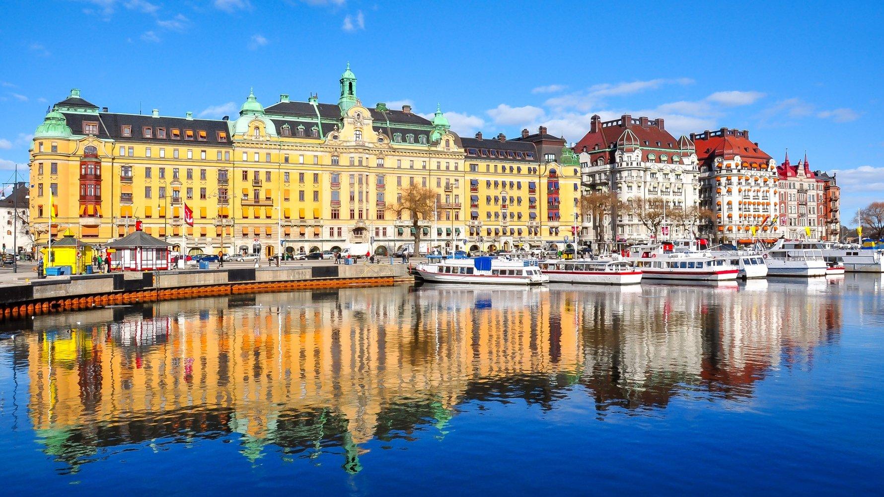 © Mistervlad Shutterstock.com Buildings on Strandvagen embankment, Stockholm, Sweden